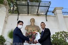 纪念胡志明主席诞辰131周年:越南驻阿尔及利亚和墨西哥大使馆缅怀主席明主席