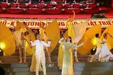 """题为""""为越南共产党而骄傲""""的特别艺术活动在胡志明市举行"""