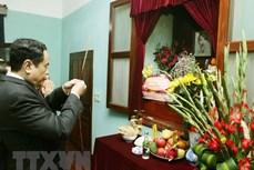 越南祖国阵线中央委员会主席敬香缅怀胡志明主席