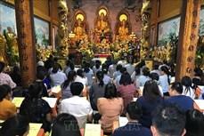 旅居老挝越南人社群喜迎元宵节 祈求国泰民安