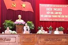 越南国会主席阮氏金银与芹苴市领导座谈