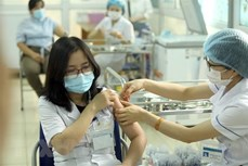 越南外交部例行记者会:超过3.5万名越南人获得新冠疫苗接种