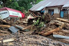 印尼和东帝汶发生山洪和山体滑坡造成70多人死亡