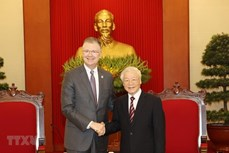 越共中央总书记阮富仲会见美国驻越大使丹尼尔•克里滕布林克