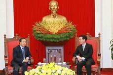 越南将同老挝一道维护和培育越老关系日益向前发展
