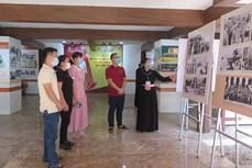 胡志明主席资料和资料图片展示活动在太原省定化安全区举行