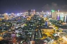 岘港市为完成既定目标任务而努力拼搏