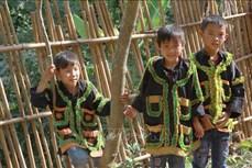 Giữ nét đẹp trang phục Dao Lù Gang trong trường học ở Cao Lộc