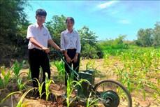 Học sinh lớp 9 ở Bình Định chế tạo máy cày làm cỏ, bón phân