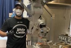 Đầu bếp robot - giải pháp giãn cách xã hội tại các nhà bếp trong mùa dịch COVID-19
