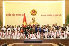 Phó Chủ tịch Thường trực Quốc hội Tòng Thị Phóng gặp mặt Đoàn học sinh mồ côi, khuyết tật tỉnh Thái Nguyên