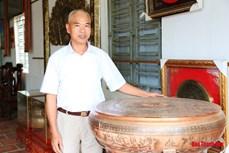 """Người """"truyền lửa"""" nghề đúc đồng truyền thống làng Chè Đông"""