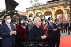Tổng Bí thư, Chủ tịch nước Nguyễn Phú Trọng dâng hương và trồng cây lưu niệm tại Khu di tích Hoàng Thành Thăng Long