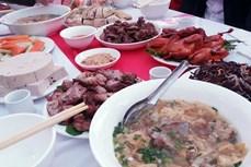 Tìm nguyên nhân vụ hơn 90 người nghi bị ngộ độc thực phẩm sau khi ăn cỗ cưới ở Sìn Hồ