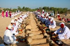 Độc đáo Lễ tảo mộ Ramưwan của đồng bào Chăm ở Bình Thuận