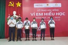 """Trao 570 suất học bổng """"Vì em hiếu học"""" tại tỉnh Kon Tum"""