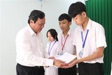Trà Vinh trao 350 suất học bổng tặng học sinh vượt khó học giỏi  Trà Vinh