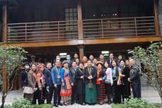 Đoàn đại biểu dự Đại hội đại biểu toàn quốc các dân tộc thiểu số Việt Nam lần thứ II dâng hương Đài tưởng niệm các Anh hùng Liệt sỹ và vào Lăng viếng Bác