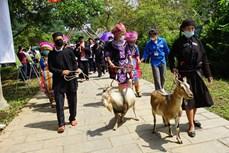 """Sắc màu phiên chợ vùng cao """"Điểm hẹn Hoàng Su Phì, Hà Giang"""" tại Làng Văn hóa"""