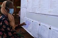 Cử tri Bình Phước thực hiện nghiêm quy định phòng, chống dịch khi đi bỏ phiếu