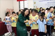 Thành phố Hồ Chí Minh tặng quà Trung thu cho trẻ em khuyết tật