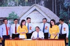 越南政府总理签发纪念胡志明主席诞辰130周年的邮票