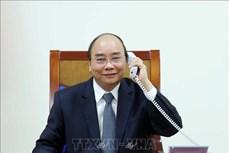 政府总理阮春福与埃克森美孚公司领导通电话