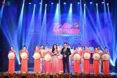 """""""为越南自豪""""艺术晚会:表彰新冠肺炎疫情防控一线力量"""