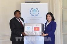 越南国会向各国议会联盟秘书处赠送口罩