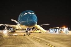 把在美国的越南公民接回国 一名乘客在飞行中发生意外抢救无效死亡