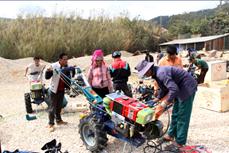 莱州省申渊县努力帮助少数民族同胞摆脱贫困