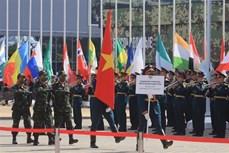 """越南军队代表团在参加在俄罗斯举行的""""军队-2020""""国际军事技术论坛暨""""国际军事比赛-2020"""""""