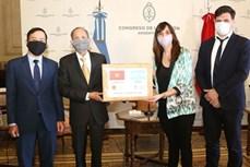越南国会向阿根廷国会赠送2万只口罩