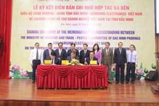 北宁省与工贸部和三星(越南)公司签署越南企业扶助计划的三方合作备忘录