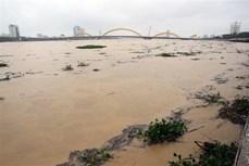 洪涝给越南多地遭造成严重的人员和财产损失