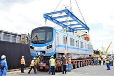 胡志明市地铁一号线的首批车厢已运抵胡志明市
