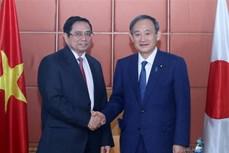 越共中央组织部部长、越日友好议员小组组长会见日本首相菅义伟