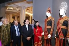 2020年东盟各国传统服饰展精彩亮相首都河内