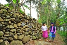 岩石围栏—河江省赫蒙族独特建筑