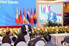 越南政府总理阮春福视察第37届东盟峰会的筹备工作