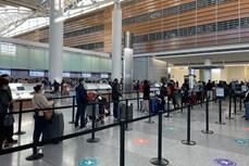 新冠肺炎疫情:将在美国的近360名越南公民接回国