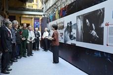 """""""让天空永远湛蓝""""展览会在河内市火炉监狱遗迹区举行"""