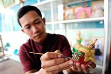 对高棉族文化保护工作充满热情的年轻艺人