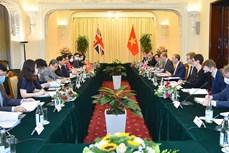 越南外交部长裴青山与英国外交大臣多米尼克·拉布举行会谈