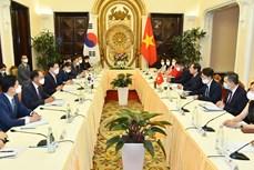 越南外交部长裴青山与韩国外交部长官郑义溶举行会谈