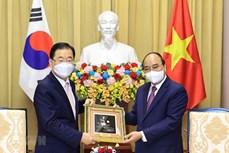 越南国家主席阮春福会见韩国外交部长官郑义溶
