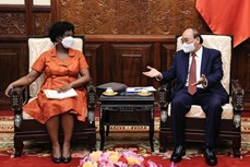 国家主席阮春福会见世界银行集团亚太高级副行长维多利亚·克瓦