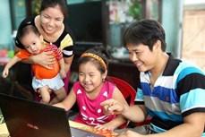 """""""家庭——温馨港湾""""图片展推崇越南家庭的价值"""