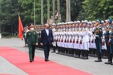 英国国防大臣罗伯特对越南进行正式访问