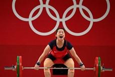 2020年东京奥运会举重比赛:越南选手黄氏缘在女子举重59公斤级中名列第五位